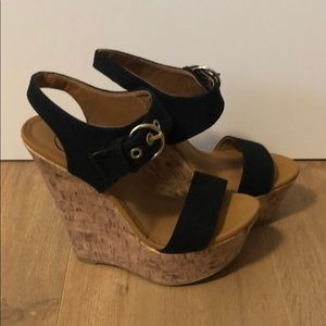 Wedges with black straps